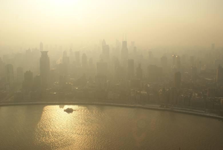 Miejski smog często bywa mylony z mgłą - ta jednak nie utrzymuje się w Polsce całymi dniami.