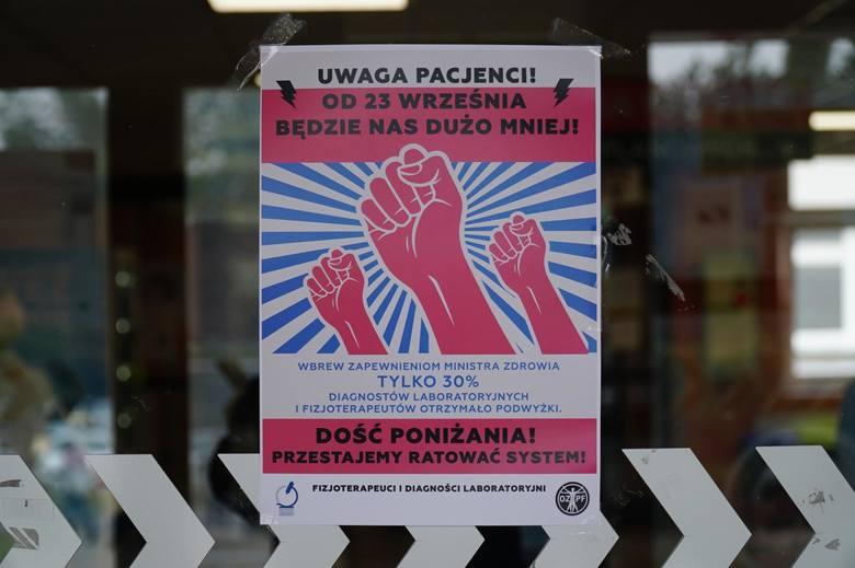 Protest fizjoterapeutów i diagnostów: Strajkujących jest coraz więcej. W środę rozmowy z ministerstwem zdrowia