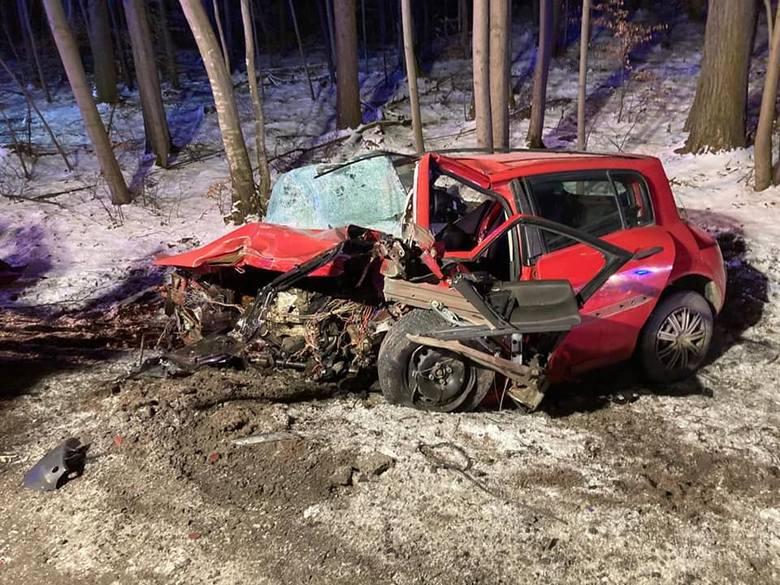 Piotr Świąc zginął w wypadku samochodowym w Borczu. Miał 54 lata.Do wypadku doszło na trasie między Babim Dołem a Borczem. W piątek 5.03.2021 r po godzinie