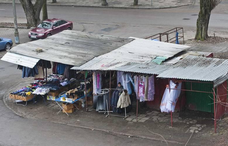Niegdyś handlowa mekka Koszalina, dziś obraz nędzy i rozpaczy.