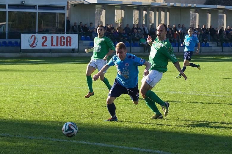 Błękitni przed trudnym meczem wyjazdowym. Na zdjęciu Bartosz Flis (z przodu).