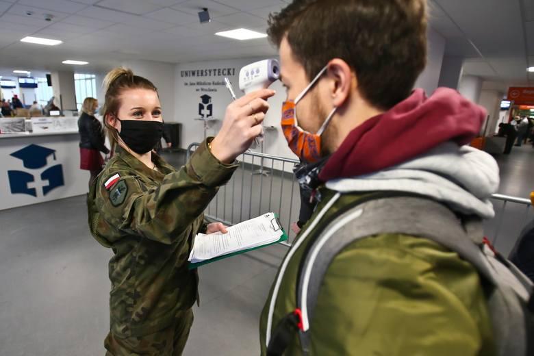 Koronawirus w woj. śląskimW województwie śląskim w niedzielę, 28 marca 2021 r. mamy 4647 przypadków zakażeń patogenem. Najpoważniejsza sytuacja panuje