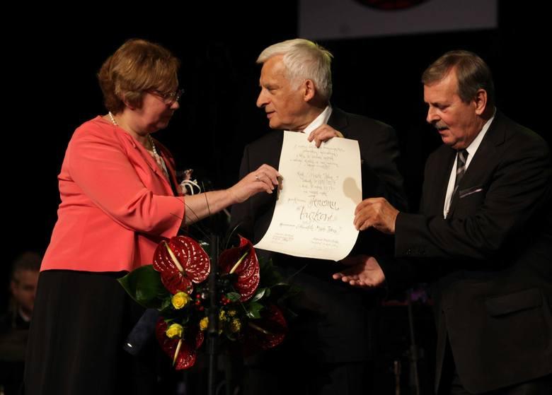 Jerzy Buzek otrzymał tytuł honorowego obywatela Zabrza podczas galowego koncertu w Domu Muzyki i Tańca