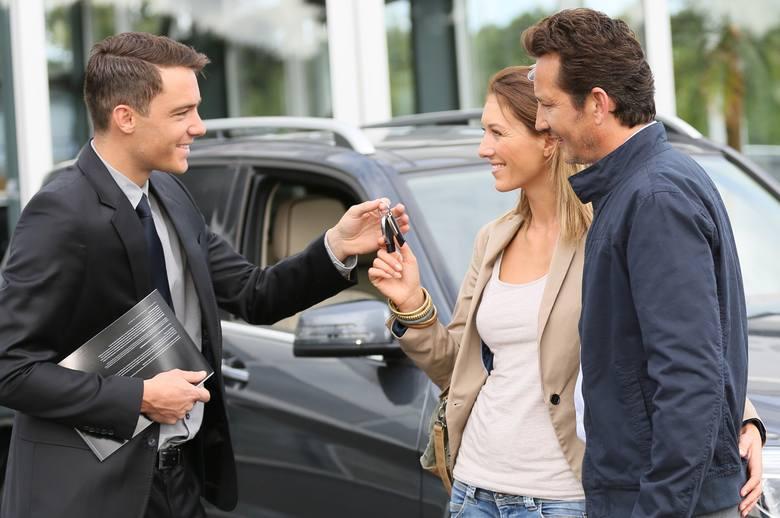 Wiele osób szuka prostego, możliwe jak najmniej awaryjnego i przede wszystkim taniego samochodu. Okazuje się, że takie auta (niektóre w bardzo dobrym