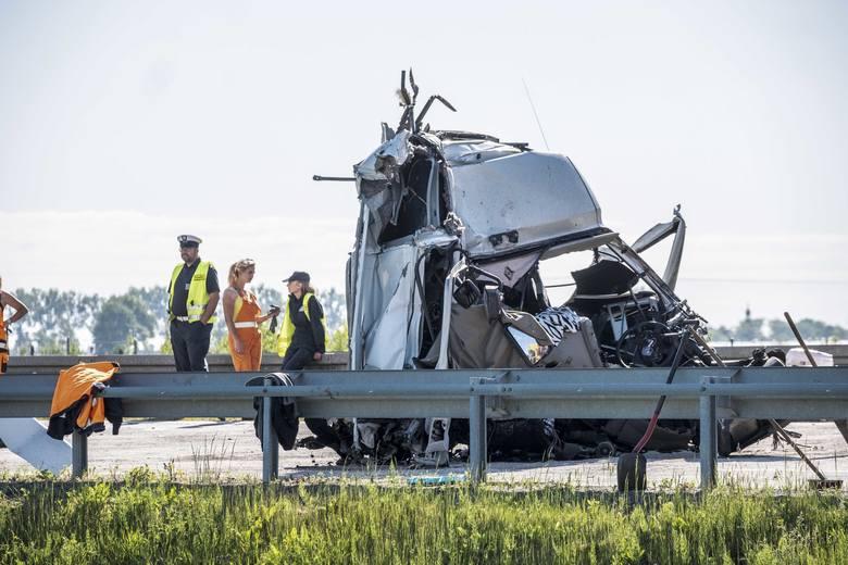 Około godz. 4.20 na drodze S5 przy dojeździe do autostrady A2 doszło do zderzenia dwóch tirów. W wypadku zostali ranni obaj kierowcy, a droga w kierunku