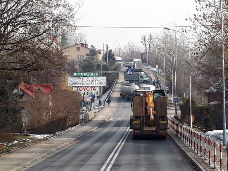 Do zderzenia dwóch samochodów ciężarowych i auta dostawczego doszło przed południem w Boguchwale - informuje GDDKiA. Zdjęcia otrzymaliśmy od Internauty.Policja