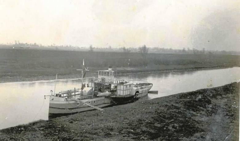 M.in. takie jednostki pływały przed drugą wojną Przemszą i Wisłą. Na obu rzekach można było spotkać także kajakarzy, łódki i drewniane galary transportujące węgiel i inne towary ze Śląska w głąb kraju