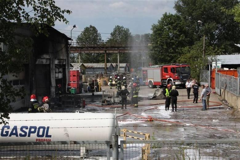 Ogień pojawił w hali, w której składowane były folie i oleje.