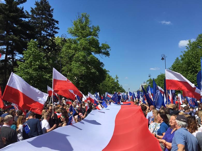 Wielka manifestacja KOD-u w Warszawie. Reprezentacja Szczecina i regionu: ponad tysiąc osób