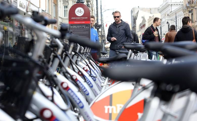 Już 13 osób zostało skazanych za zniszczenie rowerów miejskich w Łodzi. Za swój wandalizm będą musiały zapłacić grzywnę lub wykonać prace społeczne.