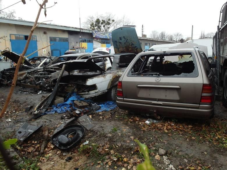 Cztery auta spłonęły przy Wileńskiej [ZDJĘCIA]