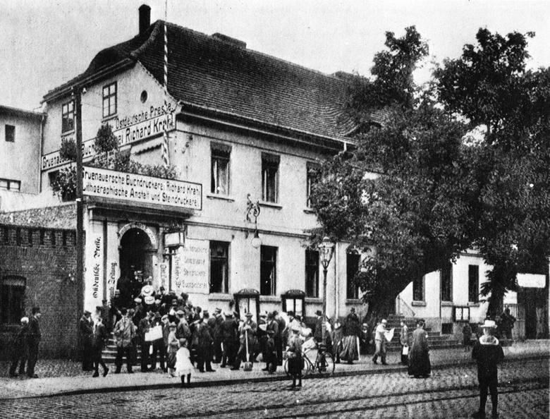 """Pod szyldem """"Drukarnia Gruenauera"""" firma działała do roku 1920. Wtedy kupił ją Władysław Kościelski."""