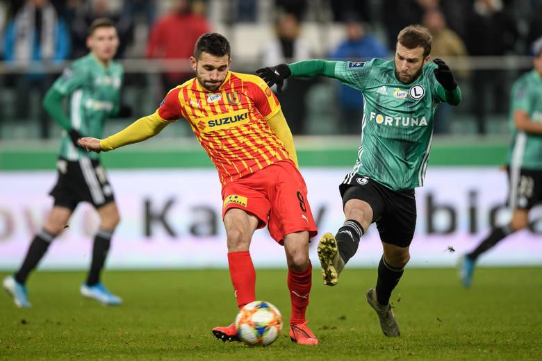 Piłkarze Korony Kielce przegrali z Legią Warszawa 0:4 w meczu siedemnastej kolejki PKO Ekstraklasy. Kilku piłkarzy zagrało bardzo słabo. Kto najbardziej