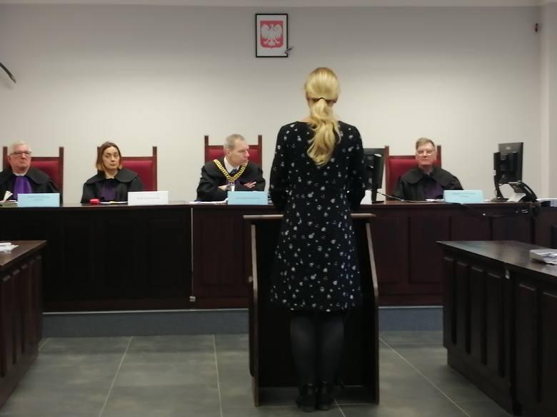 Patryk K. jest oskarżony o usiłowanie zabójstwa sprzedawczyni, której zadał ponad 50 ciosów kamieniem, w tym w głowę.
