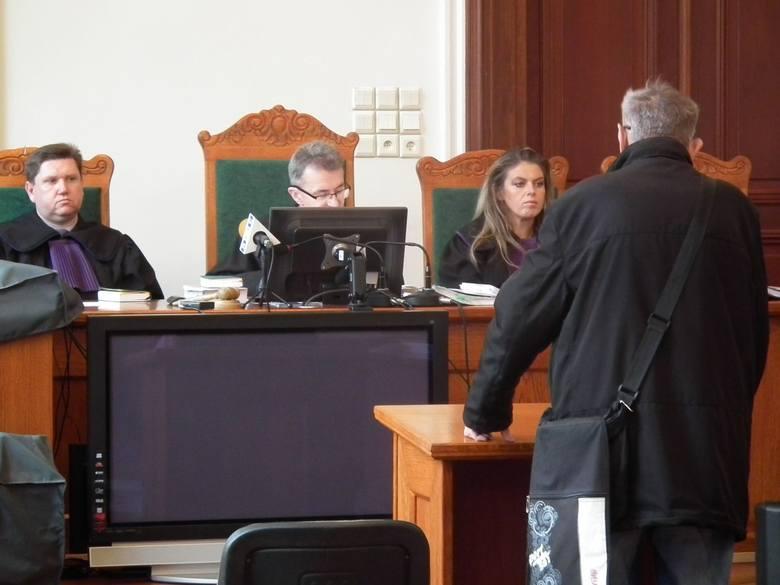 Lucjan K., były funkcjonariusz Służby Bezpieczeństwa składał zeznania jako świadek. Twierdził ze nic nie bylo wiadomo o kombinacji  operacyjnej stosowanej
