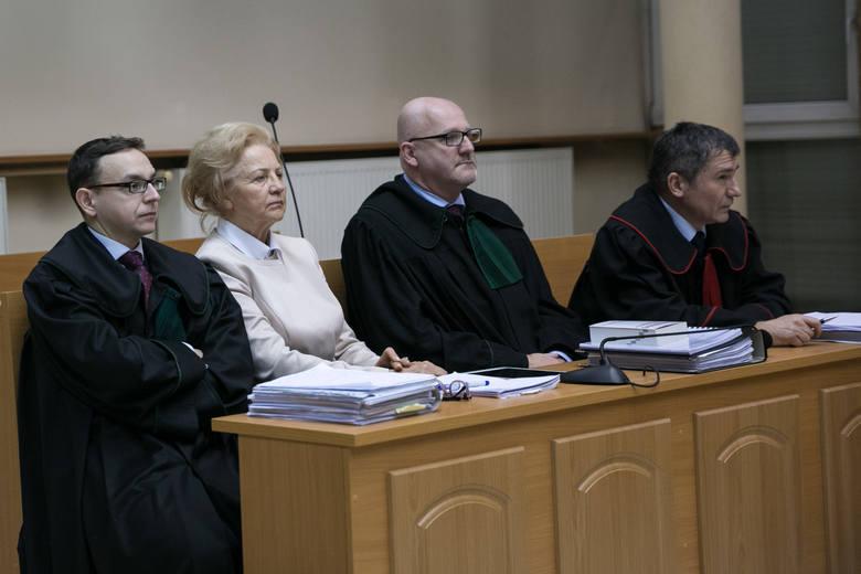 Krystyna Kornicka-Ziobro z pełnomocnikami i adwokatem Pawłem Bacą