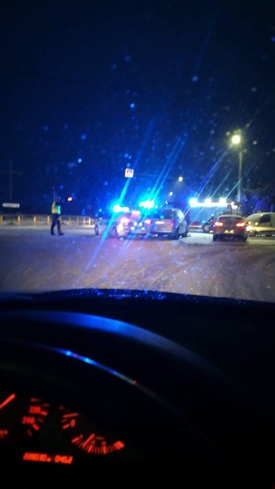 Kierowca volkswagena nie ustąpił pierwszeństwa kierowcy seata i doszło do zderzenia czołowego. Jedna osoby trafiła do szpitala