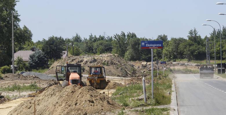 Powstaje łącznik ulicy Warszawskiej z ulicą Lubelską w Rzeszowie. Kierowcy narzekają, że na budowie niewiele się dzieje.