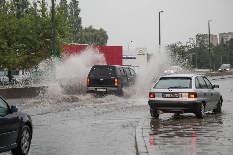 Burze wiążą się z gwałtownymi opadami deszczu
