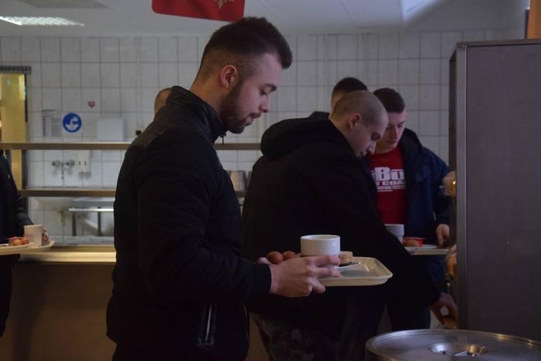 W 5. Batalionie Strzelców Podhalańskich w Przemyślu rozpoczęło się szkolenie kandydatów do służby wojskowej.Pierwszy dzień czteromiesięcznego szkolenia
