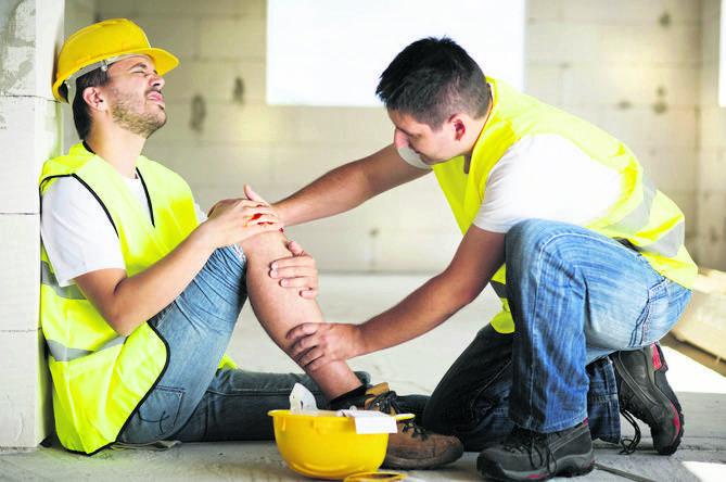 Wypadek przy pracy to nagłe zdarzenie wywołane przyczyną zewnętrzną, powodujące uraz lub śmierć, które nastąpiło w związku z pracą