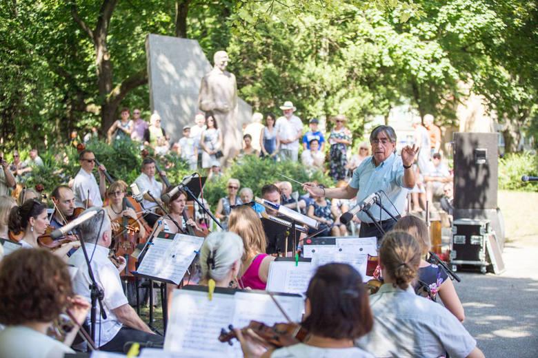Czwarty sezon tego muzycznego wydarzenia rozpoczął się w niedzielę w słupskim parku Waldorffa. Cykl koncertów pod nazwą Garden Party u Karola rozpoczęła