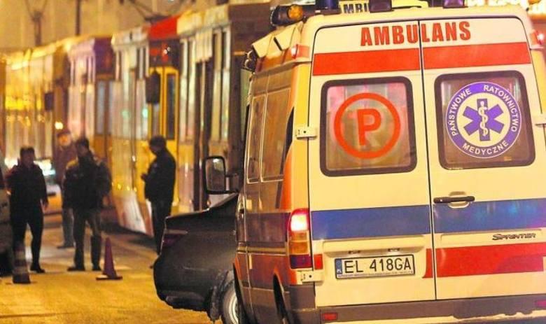 Osłabiona pasażerka w tramwaju linii 43. Zamiast do szpitala trafiła do... izby wytrzeźwień