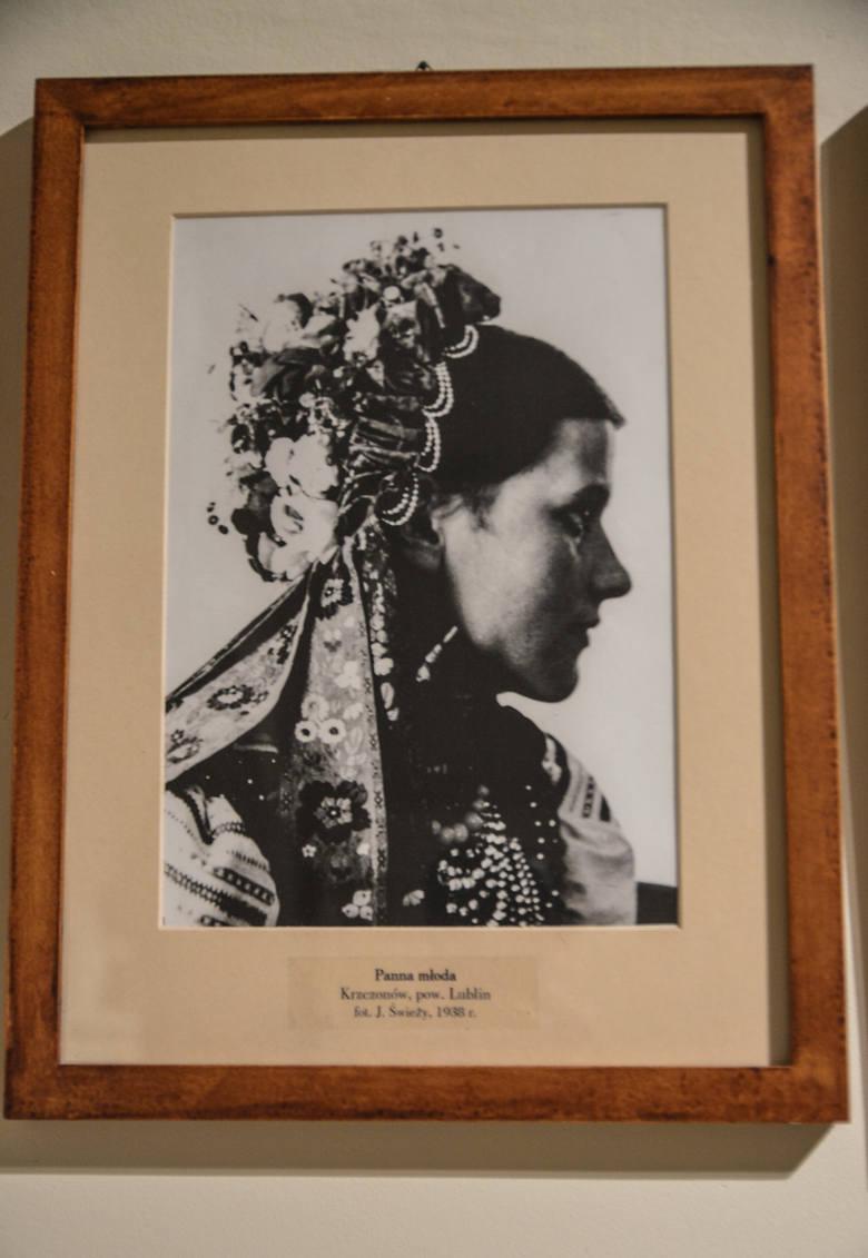 Ślubne nakrycie głowy panny młodej z Krzczonowa z  województwa lubelskiego, rok 1938<br />