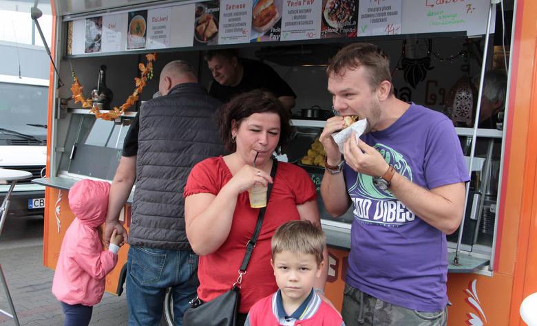 Skosztujemy potraw z różnych stron świataW sobotę rozpoczyna się III Festiwal Food Trucków w Grudziądzu. Ponad 20 restauracji na kołach rozstawi się
