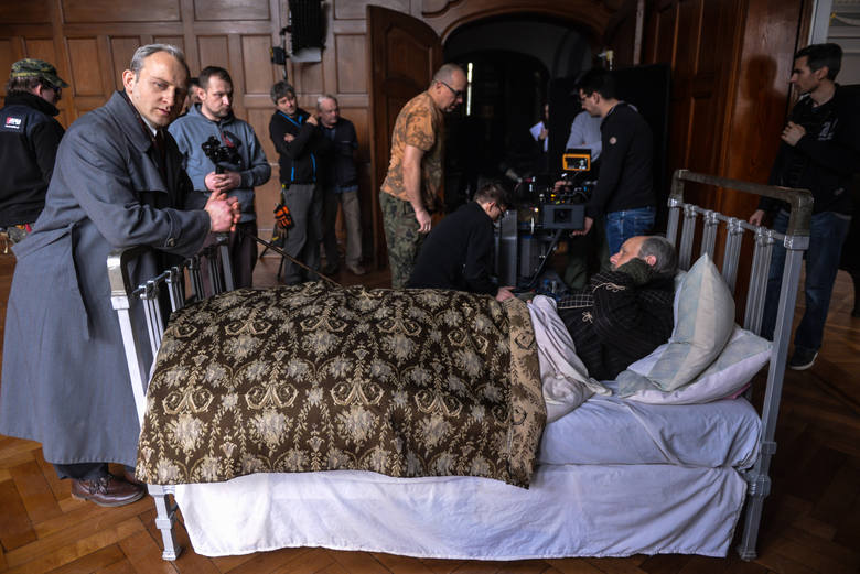 """Na planie """"Kamerdynera"""" spotkali się najlepsi polscy aktorzy. Na zdjęciu Borys Szyc i Adam Woronowicz"""