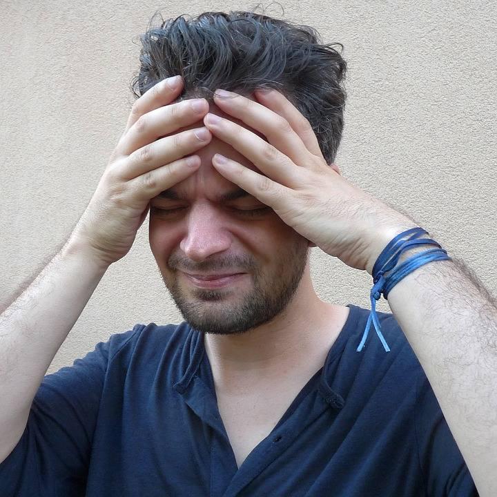 Migrena może znacznie utrudniać normalne funkcjonowanie. Uporczywy ból głowy to zmora wielu ludzi. Zobacz naszą galerię i poznaj 6 złotych zasad, które