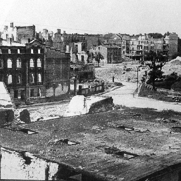 """Tak wyglądał w 1945 roku """"plac Stycznia""""."""