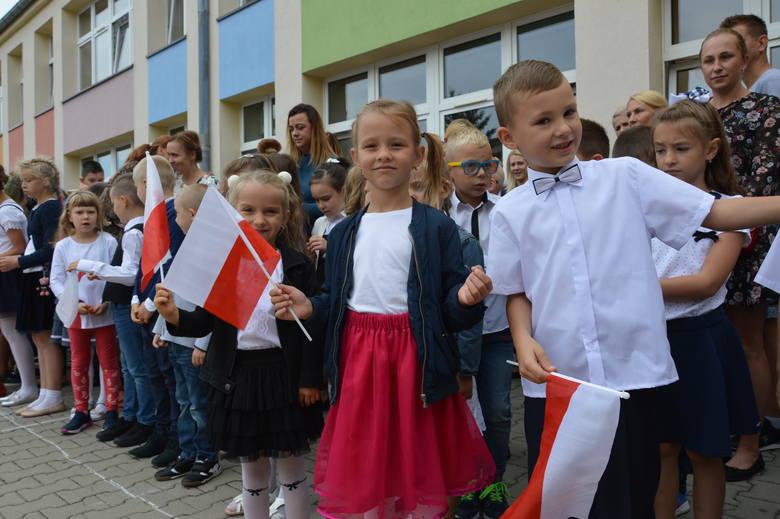 W żarskich szkołach dziś na apelach inauguracyjnych nowy rok szkolny uczestniczyło 5 tysięcy uczniów i przedszkolaków. Miejskie uroczystości odbyły się