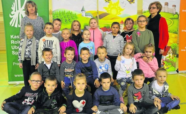 Wychowawca: Anna DziadekAlicja, Alicja, Amelia, Kacper, Natalia, Daniel, Kamila, Oriana, Natalia, Adrianna, Rafał, Oliwia, Emilia, Aleksandra, Patryk,