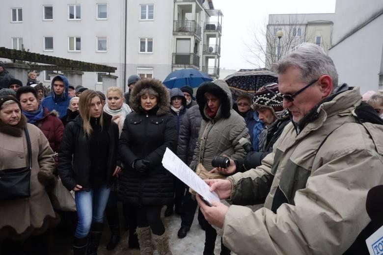 Lokatorzy mieszkań komunalnych na Janowie i Olechowie protestują przeciwko podwyżce czynszu. W prosteście zebrali już ponad 1,4 tys. podpisów. Chcą je