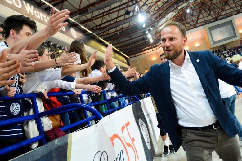 40-letni Piotr Gacek w latach 2005-2016 był libero reprezentacji Polski. W 2017 r. zakończył karierę. Prezesem ONICO Warszawa został w kwietniu 2018