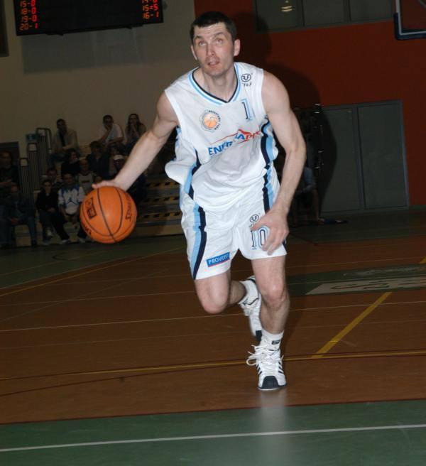 Tomasz Wilczek grał przez pół roku w barwach AZS-u Politechniki Opole, a do niedawna był trenerem tej drużyny. Największe sukcesy odnosił jednak w barwach