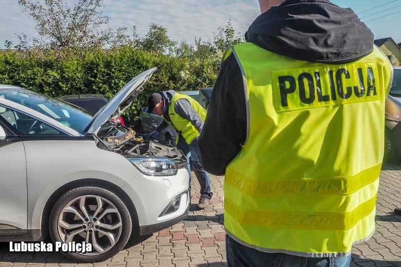 Funkcjonariusze z sulęcińskiej drogówki odzyskali skradzione w Niemczech osobowe renault warte 70 tysięcy złotych i zatrzymali 25-letniego kierowcę.Kradziony