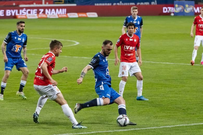 Lech Poznań poprawił nieco humory swoich kibiców i wygrał 2:1 z Wisłą Kraków. Kolejorz wreszcie mógł się bardziej podobać. Coś drgnęło