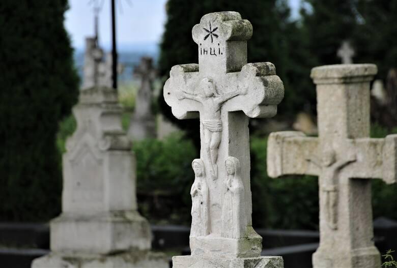 Na cmentarzu w Wierzbicy gm. Lubycza Król.