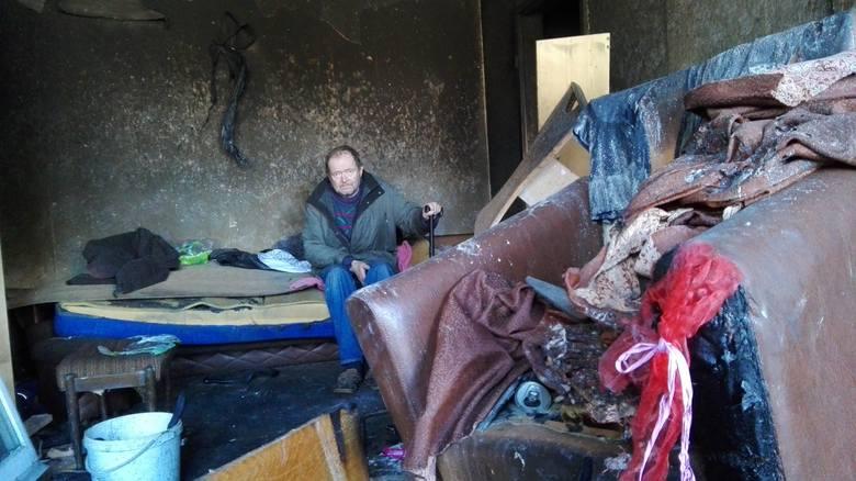 15 marca spaliło się mieszkanie na os. Pomorskim 3. Od tamtej pory mieszkający tam Edward Wekwert żyje wśród zwęglonych pozostałości swojego dawnego