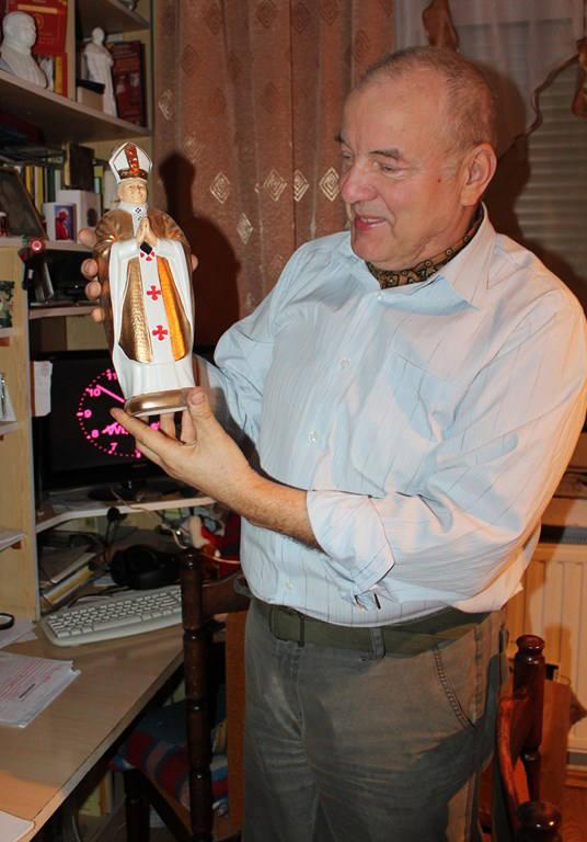 Ryszard Zawadowski, kolekcjoner pamiątek po Janie Pawle II.