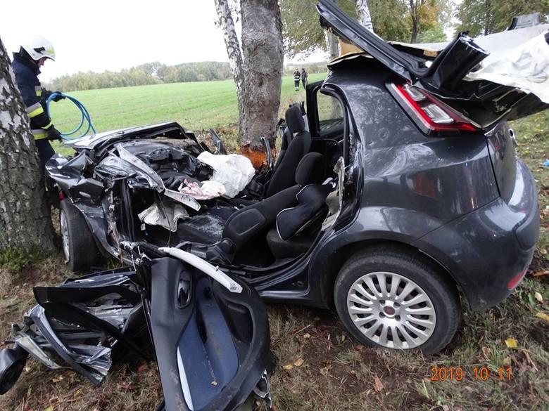 W piątek około godziny 17 doszło do wypadku na drodze krajowej nr 20 między Tuchomiem i Niezabyszewem. Kierowca samochodu osobowego stracił panowanie