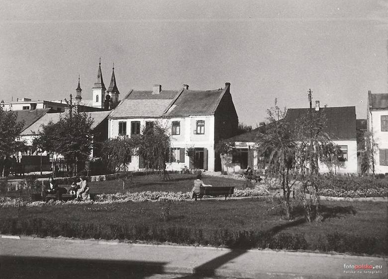 Rynki i place przez dziesięciolecia stanowiły centrum życia społeczno – gospodarczego i politycznego regionu. Niejednokrotnie były miejscem ważnych wydarzeń