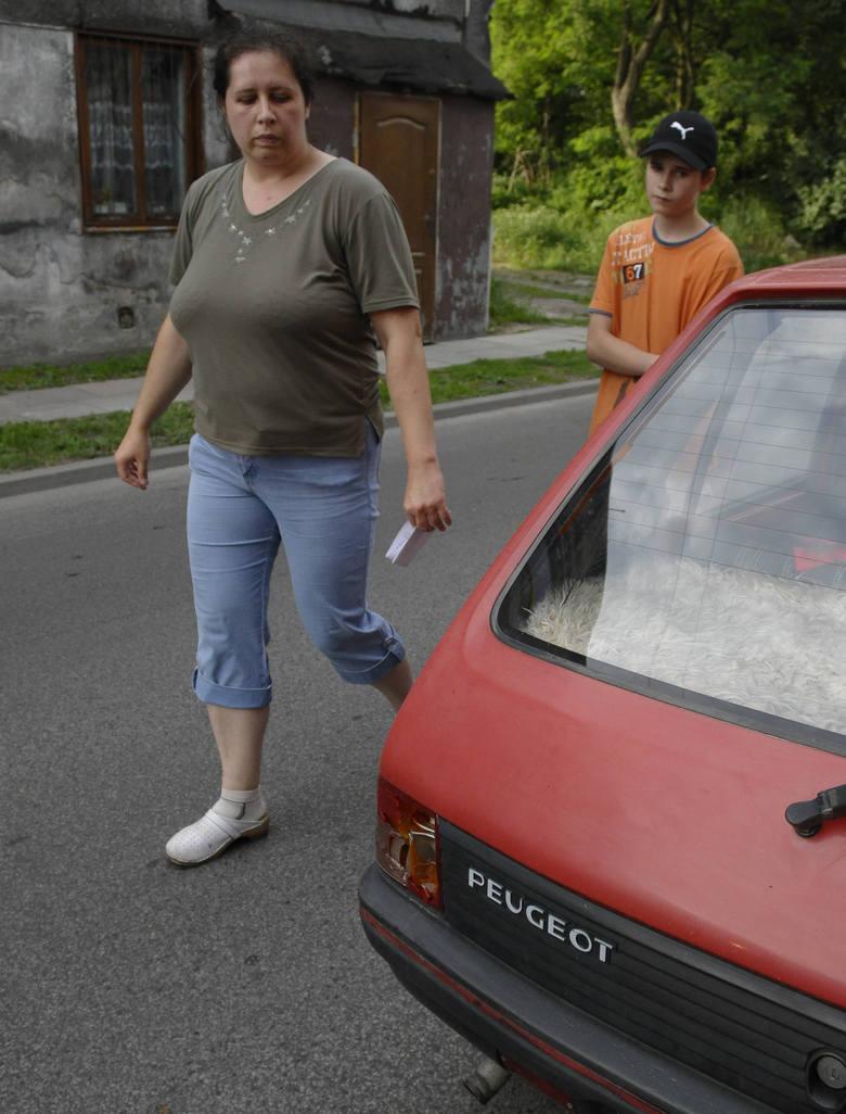 Kopnęłam w lampę, bo kierowca nazwał mnie francą i prawie przejechał moje dziecko - mówi mieszkanka ul. Bankowej.