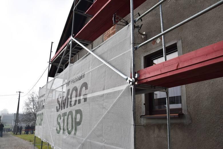 """Termomodernizacja. W Małopolsce będzie pierwszy budynek docieplony w ramach programu """"Czyste powietrze"""""""