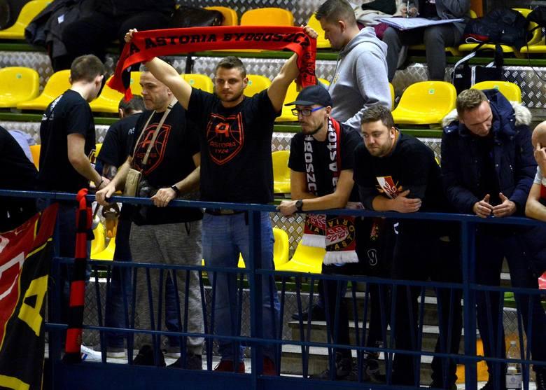 W 6. kolejce Energa Basket Ligi Enea Astoria Bydgoszcz przegrała na wyjeździe z Hydro Truck Radom 80:85 (17:19, 25:19, 17:27, 21:20). O porażce bydgoskiego