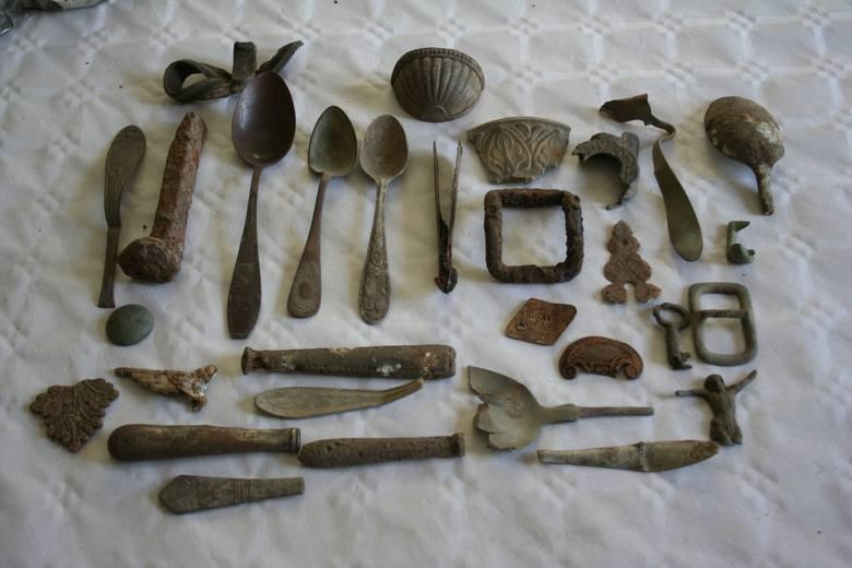 W mieszkaniu 45-latka z Białych Błot policja znalazła wiele przedmiotów z różnych okresów historycznych