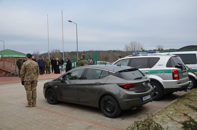 W Placówce SG w Augustowie odbyło się przekazanie trzech nowych samochodów. Funkcjonariusze z Augustowa do swojej dyspozycji od dziś dodatkowo będą mieli