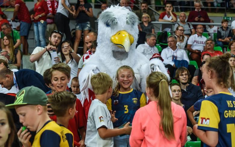 Kibice świetnie się bawili na meczu Polska - Niemcy w bydgoskiej Łuczniczce. Stworzyli świetną atmosferę, a siatkarki odwdzięczyły się kapitalną grą